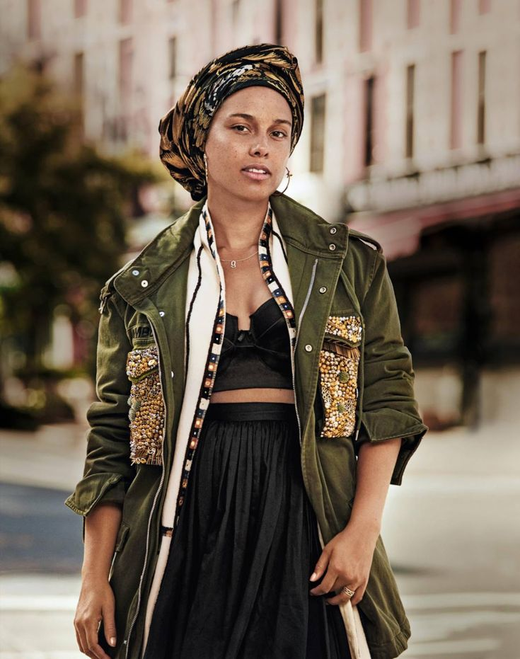 Alicia Keys Keeps It Natural For Grazia Magazine http://cnkdaily.com/features/2016/8/16/alicia-keys-keeps-it-natural-for-grazia-magazine