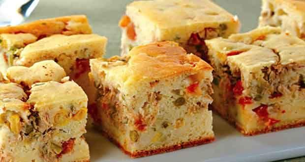 Empanada de Sardinha Ingredientes: 10 Colheres (sopa) de farinha de trigo; 1 Copo de leite; 1 Colher (sopa) de fermento; 10 Colheres (sopa) de óleo; 2