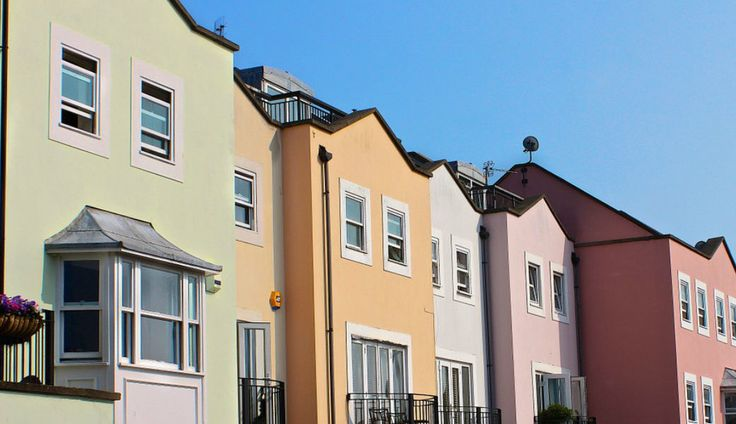 6 top tips: How to get onto the property ladder
