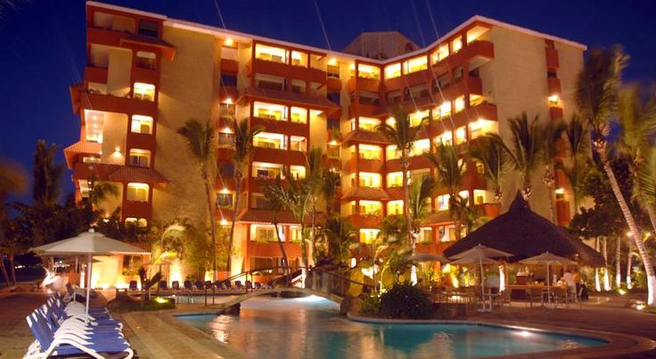 Luna Palace Mazatlan Ideally located directly on the beaches of Mazatlan, this all-suite hotel is close to many main points of interest and features friendly service, complete with many of the comforts of home.