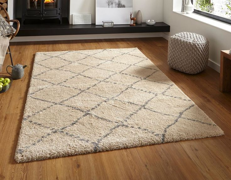 "Cream / grey contemporary shaggy rug 120 x 170cm (4ft 0"" x 5ft 7"")  