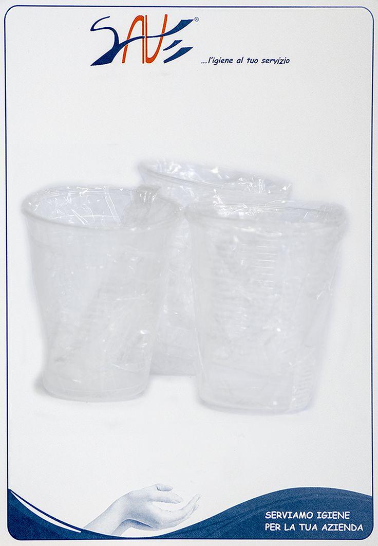 Bicchieri di plastica monouso imbustati singolarmente