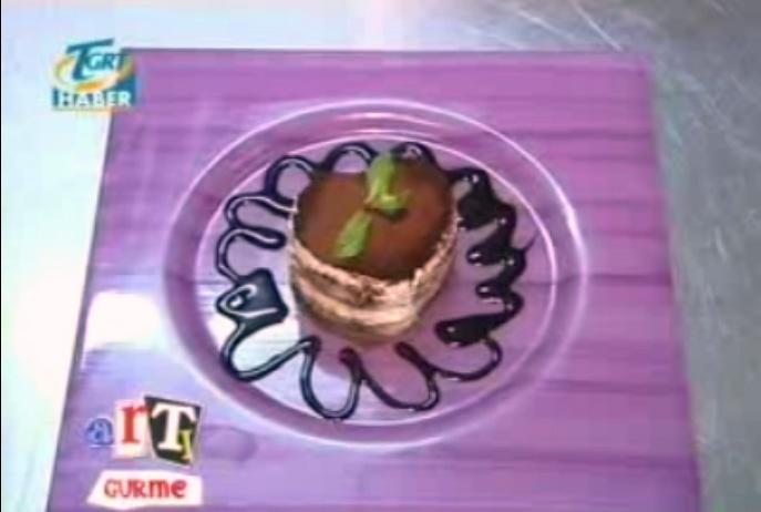 """Mor fırça desenli tatlı tabağı.  """"TGRT Gurme Programı """""""