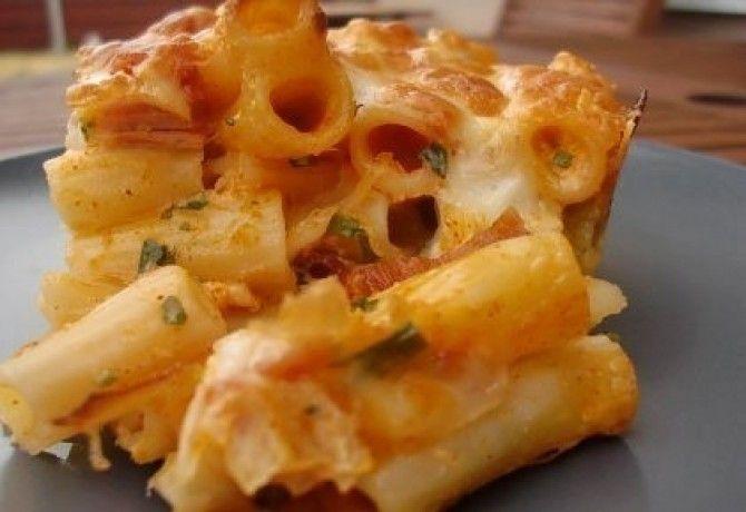 Sonkás - sajtos tészta paprikás sajtkrémmel