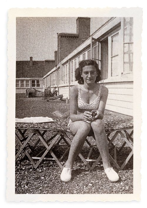 Margot sunbathing on the roof August 1940