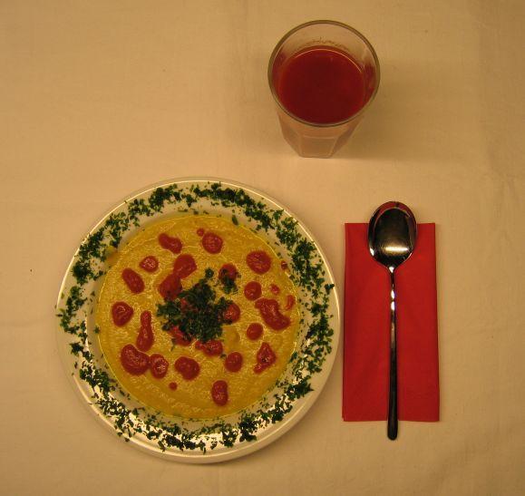 Sellerie-Curry-Cremesuppe ist eine kräftige Variante der einfachen Selleriesuppe…