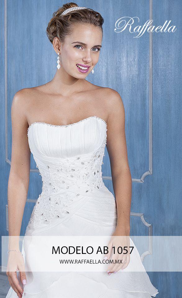 Modelo AB 1057 ¡Un vestido de novia que enamora! Ven a #RaffaellaNovias y conoce nuestro exclusivo modelaje que tenemos para ti. Te esperamos en Av. Vallarta 1069 y encuentra el vestido de tus sueños! <3