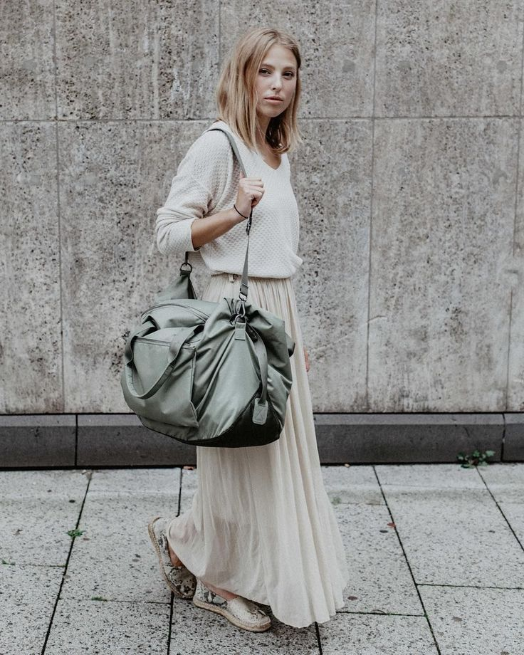 Our weekender Maja in willow green and a PERFECT color scheme by Zoé Paula.