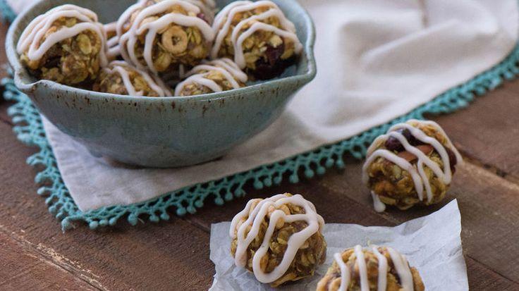 Prepara estas deliciosas bolitas de cereal multigrano para el desayuno al inicio de la semana escolar. Es una idea fácil y rápida para el desayuno de tus hijos. Hechas con una combinación de frutas secas, nueces, granos y Honey Nut Cheerios™, estas bolitas aportan energía y las pueden disfrutar en cualquier lugar. También son lo suficientemente pequeñas como para guardarlas en cualquier lonchera y llevarlas como snacks.