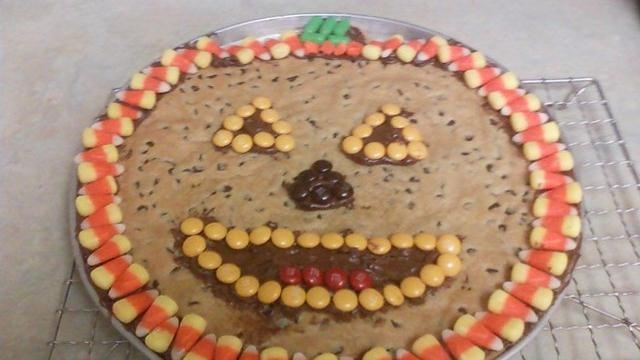 Jack-o-Lantern Halloween Cookie Pizza