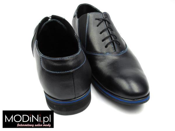 Czarne obuwie męskie z niebieskim obszyciem i podeszwą