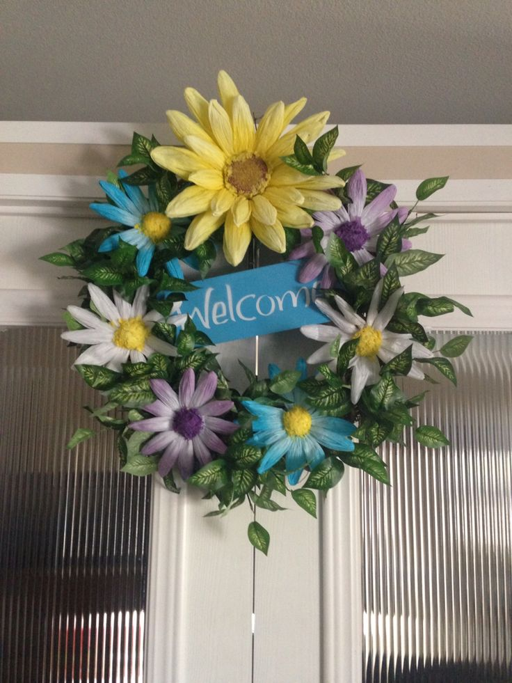 Daisies and greenery on vine wreath crashed by Ronda Cromeens 45$