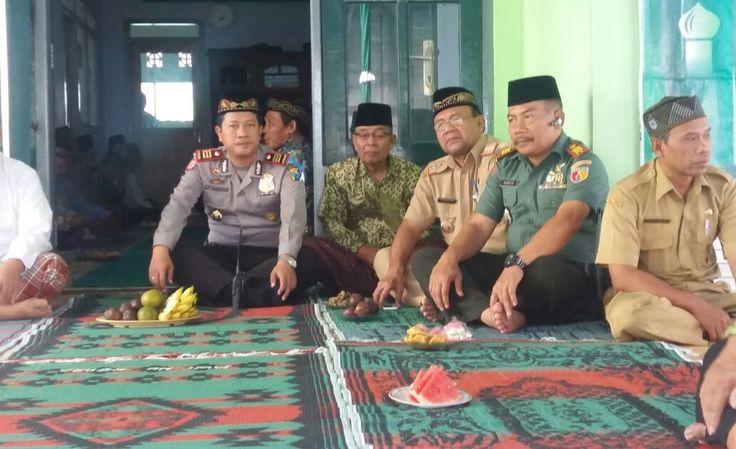 JOMBANG - Kapolsek Ngoro Polres Jombang hadiri acara pengajian rutin SELASA KLIWON dan HALAL BIHALAL MWC NU KEC NGORO JOMBANG selain bertugas serta berperan menjaga keamanan dan kesatuan NKRI  khususnya di wilayah hukum Polsek Ngoro Polres Jombang serta melayani masyarakat dengan berbagaI kegiatan kegiatan masyarakat Ngoro Kapolsek Ngoro Akp Ach Chairudin juga menyapa dan akrab dengan warga Nahdiyin seperti acara yang dilaksanakan oleh MWC NU Ngoro Jombang merupakan bentuk kepedulian…