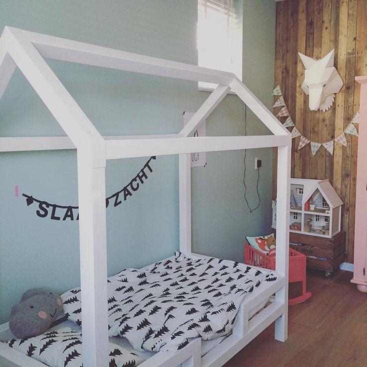N E W B E D || vannacht heeft Nora voor het eerst in haar nieuwe bed geslapen, ze vond het helemaal leuk. #newbed #housebed #bedhouse #bedhuisje #DIY #peuterbed #interior #instahome #nora #mygirl #proud #loveherroom #girlsroom #roomnora #sleepwell #slaapzacht #poppenhuis #finelittleday #toddler #kinderkamer #kidsroom