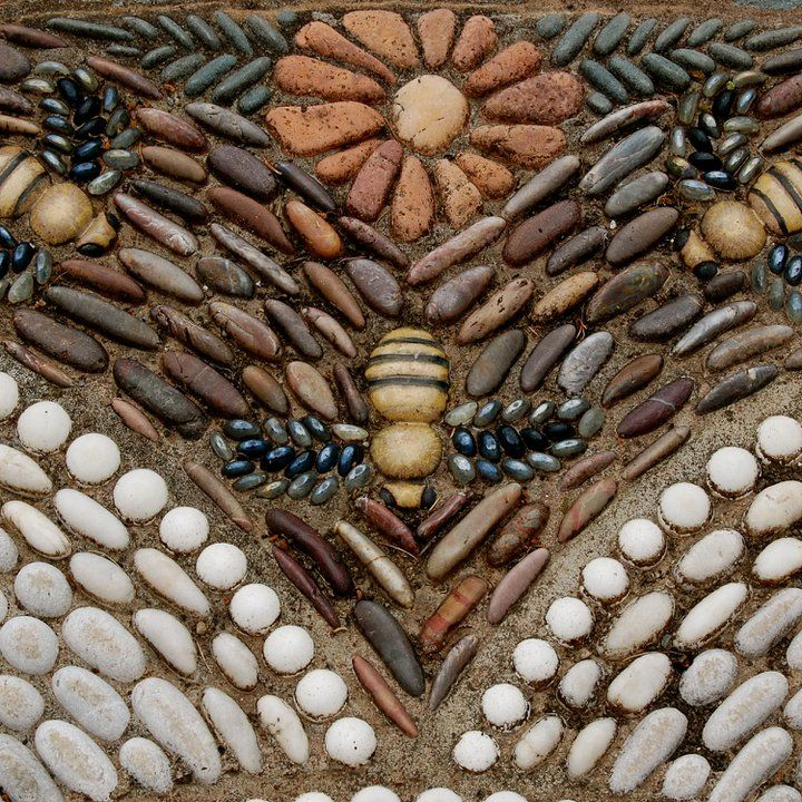 Bee stone mosaic - beautiful detail!