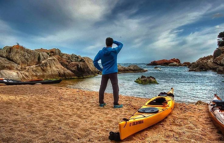 #Repost  Thanks! @kayak_experience  Cala Estreta #palamosonline #palamos #palamós #calaestreta #catalunya #costabrava #kayaking #kayak #beach #sea