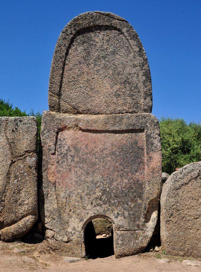 Mystery Of The Giants' Grave of Coddu Vecchiu - MessageToEagle.com