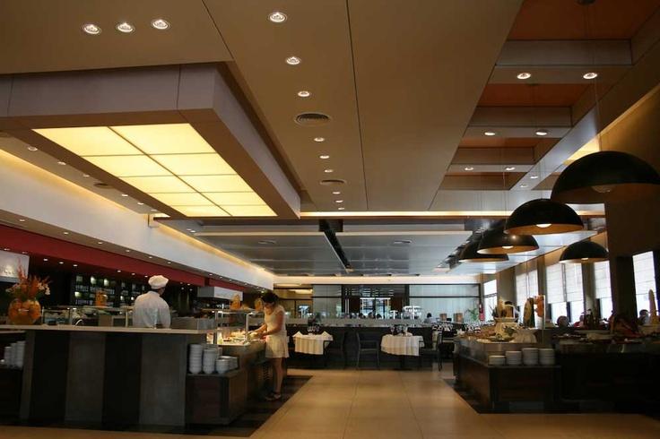 Restaurante en Morón, por Wagg Soluciones Tensadas: Este restaurante contó con WAGG para la resolución de los diferentes detalles y sectores del cielorraso > http://arqa.com/empresarial/noticias-empresariales/restaurante-en-moron-por-wagg-soluciones-tensadas.html