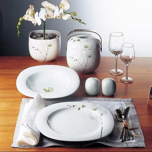 The set includes: dinner plate, salad plate, rim soup bowl and low cup and saucer. Timo Sarpaneva personifies the great tradition of Scandinavian design in an almost unparalleled manner. Though a Scandinavian designer, this has a Zen feel to it.
