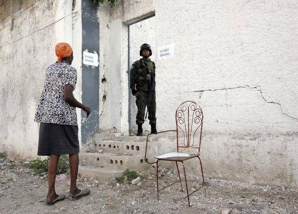 Historie: Diktatur, elendig infrastruktur og alvorlige naturkatastrofer har været med til at ødelægge Haiti siden 1950'erne. Landet kæmper med udbredt vold, omfattende korruption, og et meget skrøbeligt demokrati.