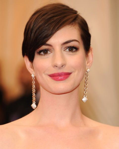 When we watched Anne Hathaway shave off her own hair for real in Les Miserables we weren't so sure about the tufty finish. One sleek transformation later and Anne's crop is red-carpet ready.