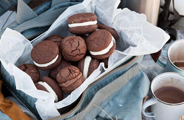 Recept på helt underbara små chokladkakor med mint och nougatfyllning. Vill du göra bara en av fyllningarna dubblerar du bara ingredienserna till den.