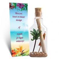 Trouwen op een tropisch eiland? Met zon, zee en strand bij de hand? Breng je genodigden alvast in de juiste sfeer met passende #huwelijksuitnodigingen #trouwkaarten #flessenpost #originele #romantische #bloemen #ticket #reizen