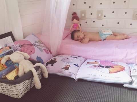 Cama no ch?o, espa?o livre, quarto de beb? Ana e Adyv ...