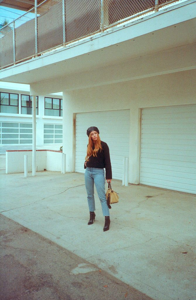 LOS ANGELES NOVEMBER 2017 | DESI WEARS MOM JEANS WITH MAI PIU SENZA BOOTS AND LOEWE BAG IN VENICE BEACH YASHICA T4