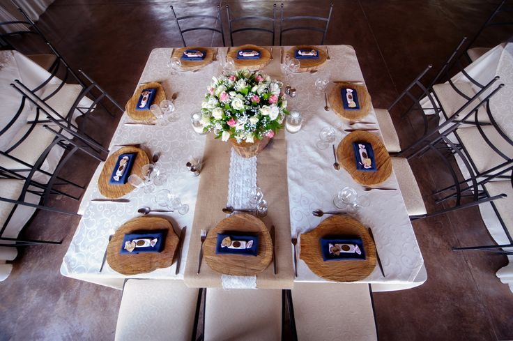 Pink, navy blue, hessian. Wedding tables.