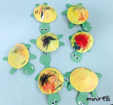 Another quick one this week! These 5 minute turtles are so cute and easy to prep! You may need: Yellow paper Green paper Glue sticks Googly eyes or eye stickers Crayons Simply cut out a yellow circ…