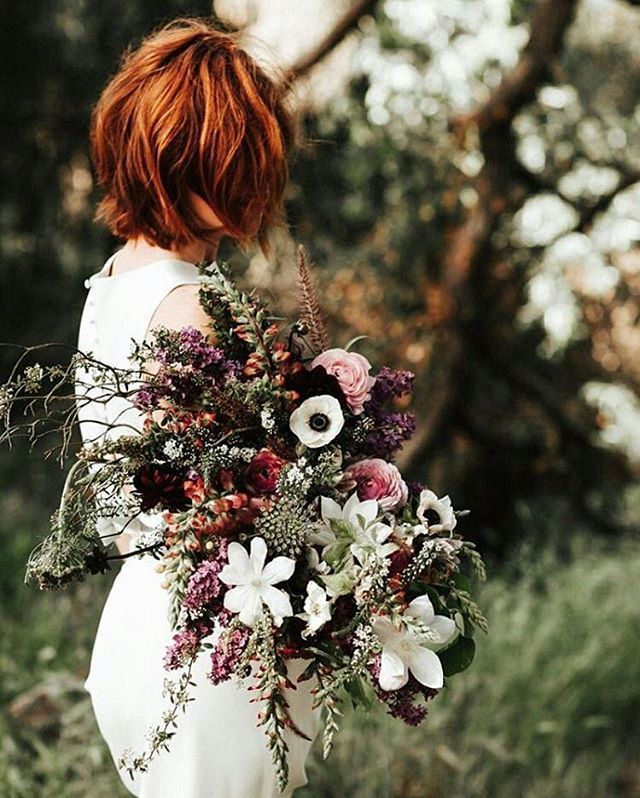 Bouquet per un #matrimonio a #Settembre Questa e tante altre idee sul blog di #Giftsitter bouquet by @Layered Vintage // image by @amylynnphotography // #fiori #bouquet #wedding #weddingflowers #september #septemberwedding #green #wedding2016 #shesaidyes #bride #nature #natura #petal #petals #petaloso #mothernature #blossom #floweroftheday #instaflower #nozze #listanozze