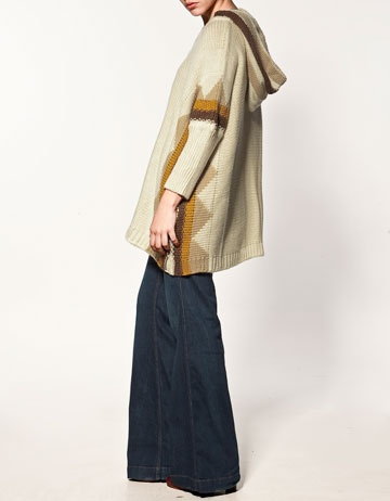 poncho from zara...reminds me of a sophisticated version of those hippy ponchos from high school, which I actually wouldn't mind having (again)