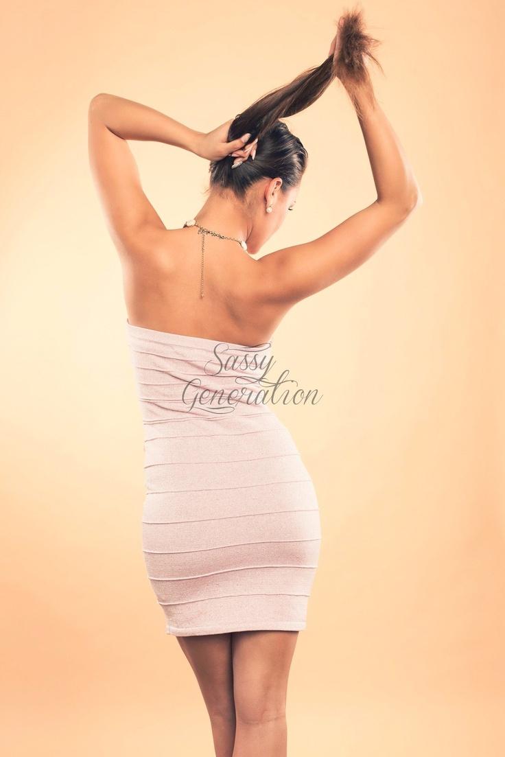 http://www.sassygeneration.sk/57-elegantne-svetloruzove-bandazove-saty-s-kamienkovou-aplikaciou.html#.UMCDSIP8JiE
