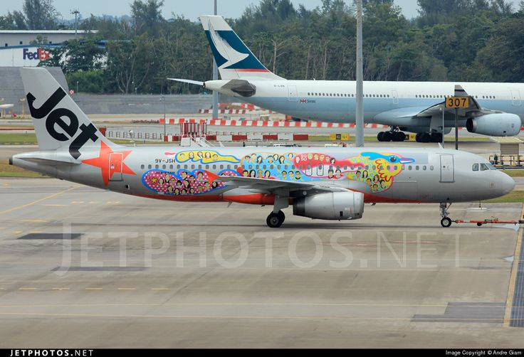 Jetstar Asia Airways (SG) Airbus A320-232 9V-JSH aircraft, painted in ''SG50'' special colours Jul. 2015 (1st version), skating at Singapore Changi International Airport. 01/08/2015. (SG50 was used to celebrate the 50 years of Singapore between 09/08/65-09/08/2015).