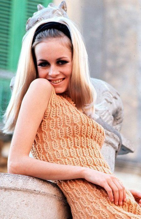Twiggy inspired hair-pieces and bodycon knits.: