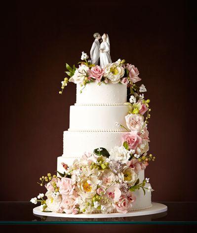 Bolo de Casamento  branco com cinco andares, flores em tons de rosa e branco e topo de bolo Wedding Cake - The King Cake