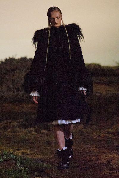 Mode à Paris FW 2014/15 – Alexander McQueen. See all fashion show on: http://www.bmmag.it/sfilate/mode-paris-fw-201415-alexander-mcqueen/ #fall #winter #FW #catwalk #fashionshow #womansfashion #woman #fashion #style #look #collection #modeaparis #alexandermcqueen