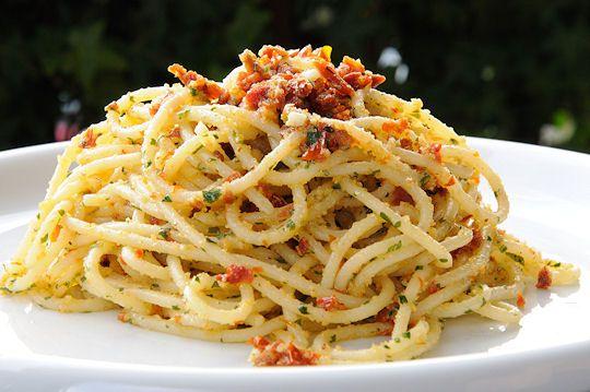 Spaghetti ai pomodori secchi :D