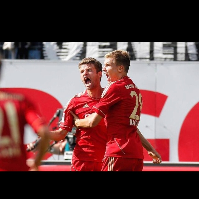 Thomas Müller and Holger Badstuber celebrating their win over Greuther Furth