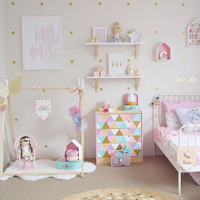 Who else wants to be Charlotte and have this for their room  ? There is so much…