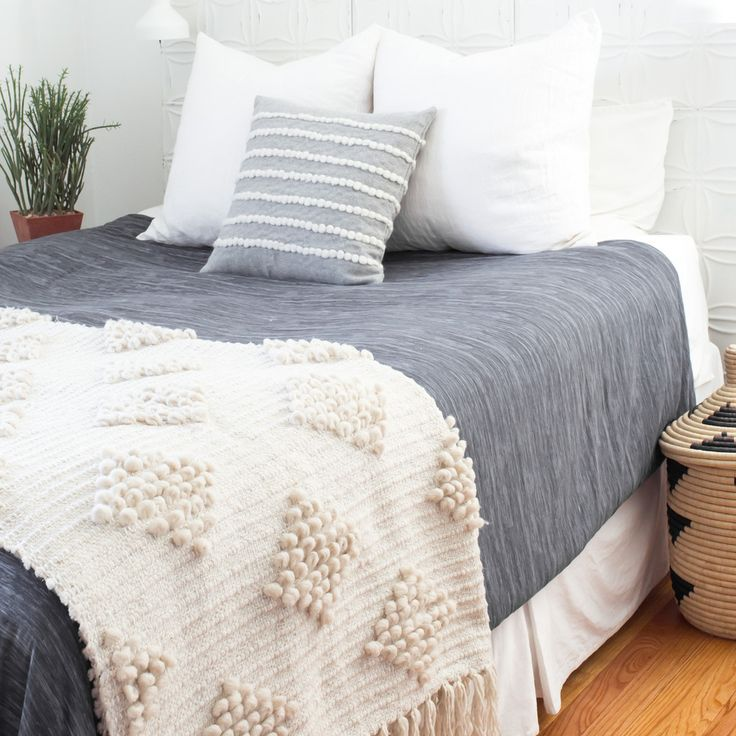 simple, pretty bed I'd love to have (minus the too many pillows) | the citizenry