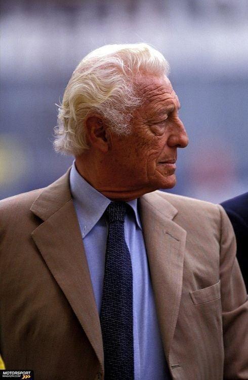 asuitablewardrobe:    Gianni Agnelli. The hair, the Roman nose, the tan, and the Solaro.    Statesman.