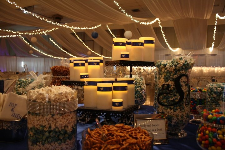Wedding - Popcorn buffet: Buffets, Fabrics Runners, Popcorn Buffet But, Good Ideas, Snacks Buffet, Wedding, Buffet Bar, Buffet Grandpa, Popcorn Candy Buffet