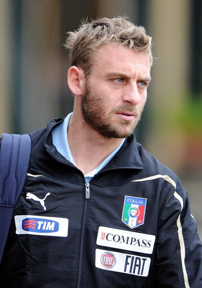 Daniele De Rossi Photos Photos - Daniele De Rossi of Italy during training session ahead of a international match against Poland at Coverciano on November 7, 2011 in Florence, Italy. - Italy Training Session And Press Conference