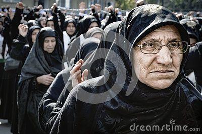 Müslümanlar dünya çapında Aşure İstanbul Şii topluluk işaretler.