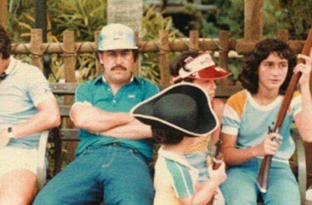 Pablo Escobar y su familia en Disney World, 1985.