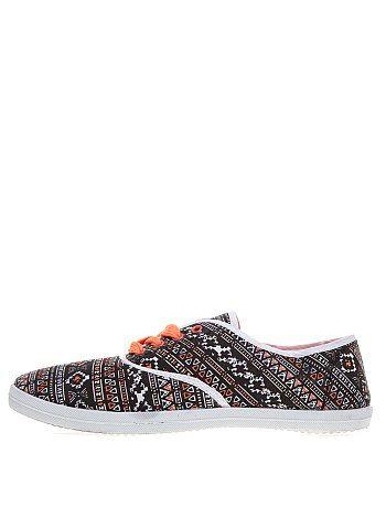 Scarpe da ginnastica, colorata con motivi Ikat, laci arancioni. ideale per tutti giorni. Costo : 7,99€ #KIABI
