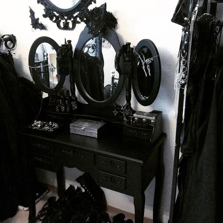 Die besten 25+ Gotisches zimmer Ideen auf Pinterest Rustikaler - design mobel eine dunkle gothik einrichtung