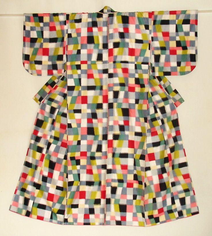Haruko Watanabe kimono collection - plain weave silk kimono with stencil-dyeing pattern